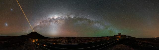 Панорама Млечного Пути над ESO (c) G. Hüdepohl (atacamaphoto.com)/ESO