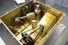 Спектрометр МИР во время сборки (с) Роскосмос/ЕКА/АЦС/ИКИ